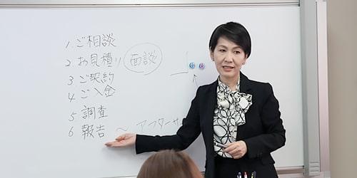 講師の姉崎一美による授業風景