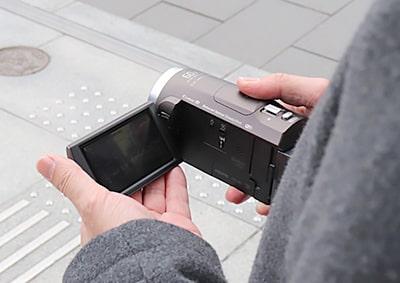 対象者を発見!ビデオカメラで行動を記録!